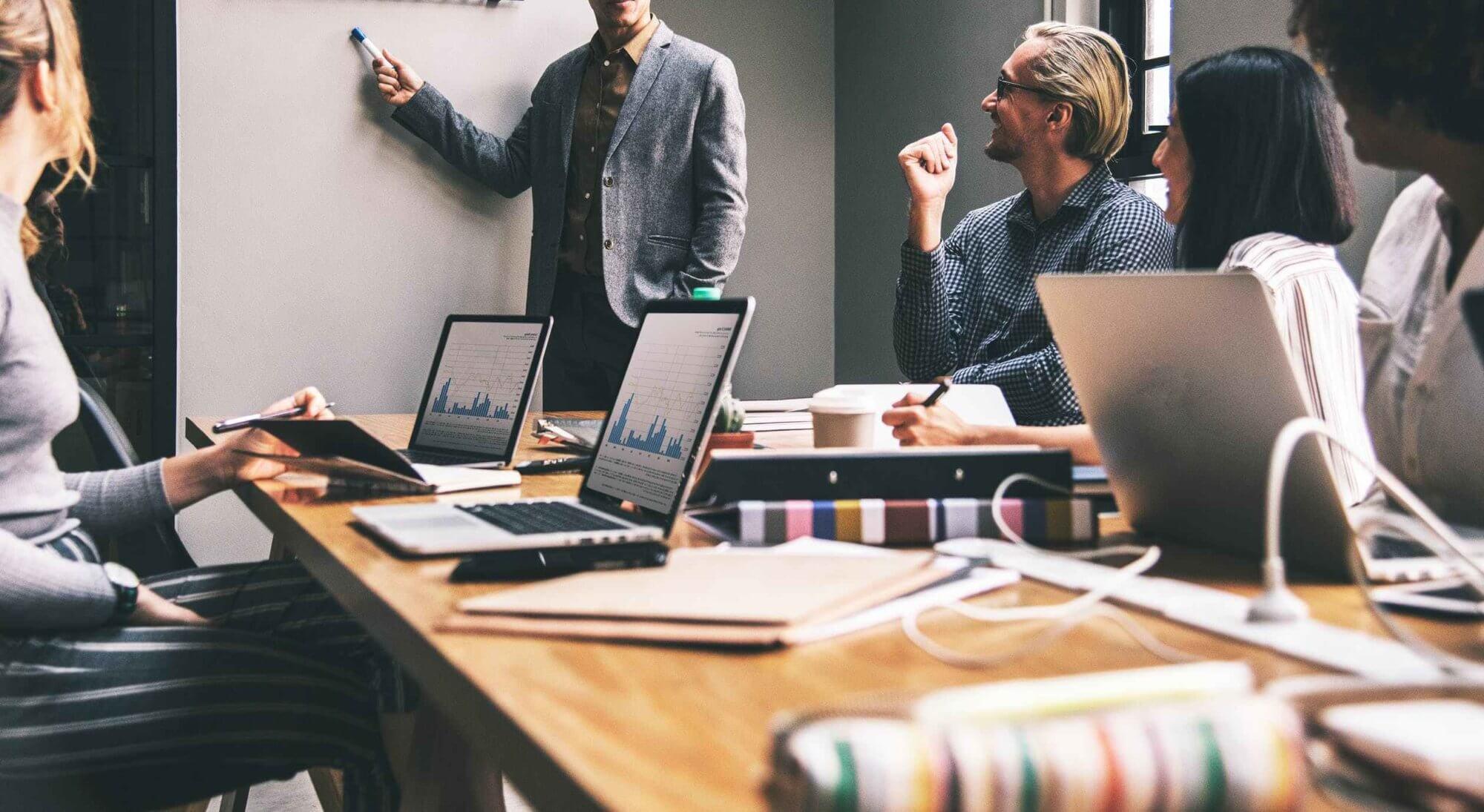 Como o Sales Cloud ajuda a solucionar os maiores desafios de um time de vendas